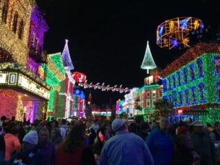 Osborne Family Spectacle of Dancing Lights - Street